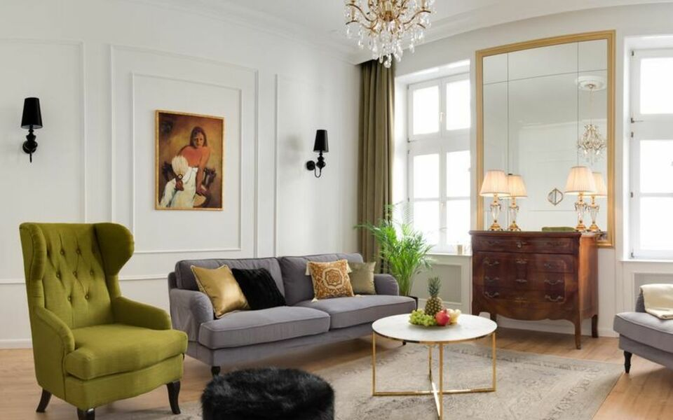 Chestnut & Eliza Suites - Superior Homes Downtown, a Design ...