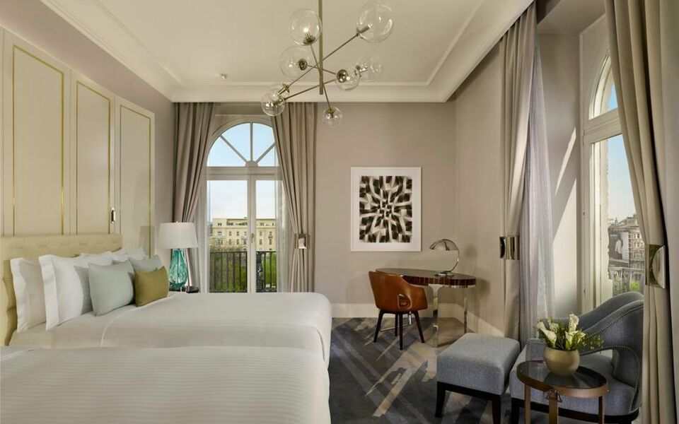 The ritz carlton budapest a design boutique hotel for Boutique hotel ritz
