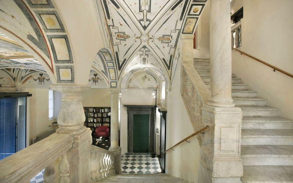 Hotel palazzo grillo a design boutique hotel genoa italy for Design hotel liguria