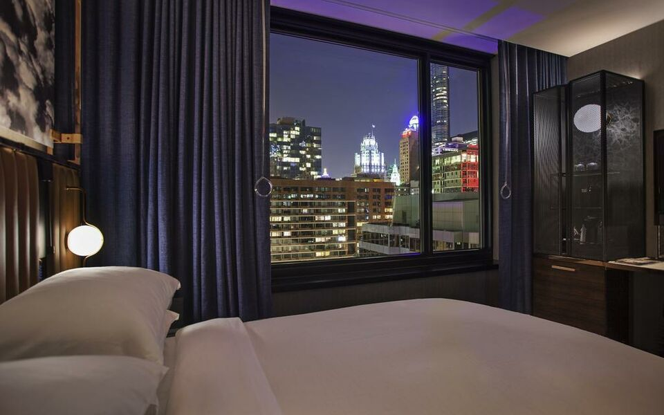 Hotel emc2 autograph collection a design boutique hotel for Small hotels downtown chicago