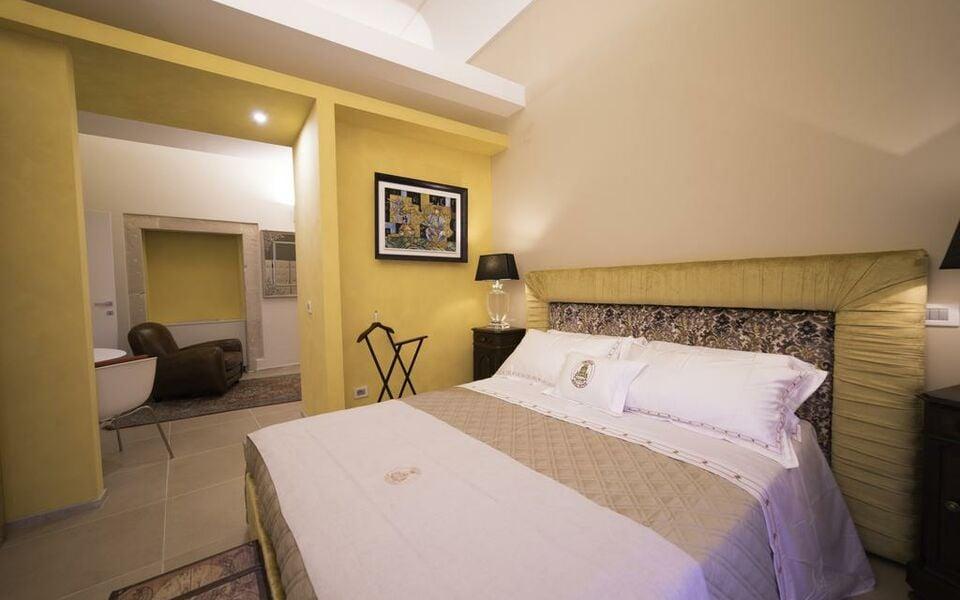 Hotel ortigia royal suite a design boutique hotel for Siracusa hotels ortigia