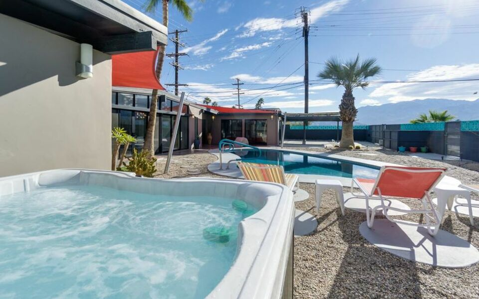 1780 n whitewater club drive home home palm springs for Ma boutique hotel