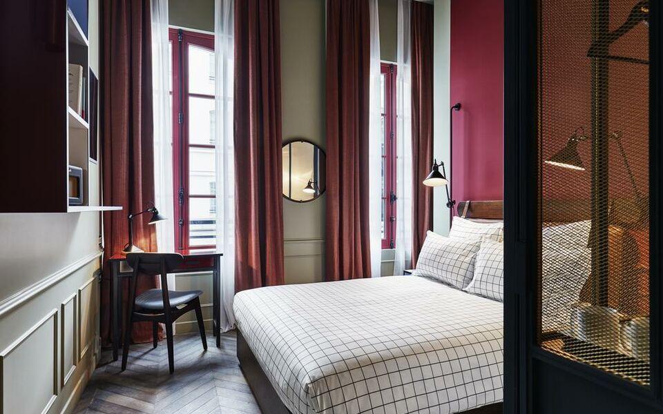 the hoxton paris a design boutique hotel paris france. Black Bedroom Furniture Sets. Home Design Ideas