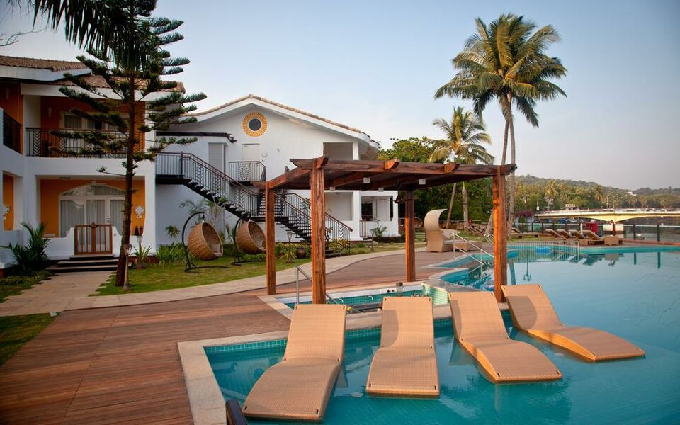 Acron Waterfront Resort, Baga (3)