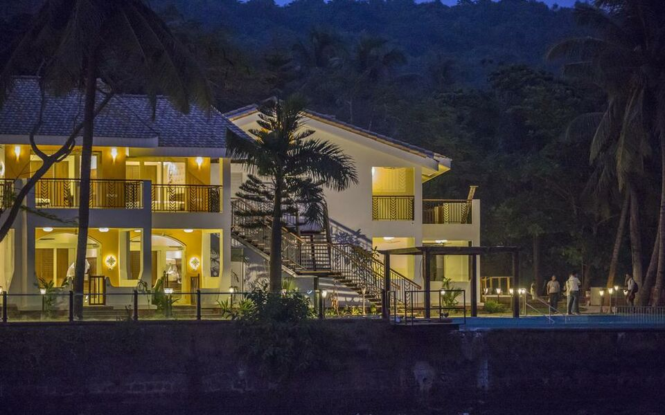 Acron Waterfront Resort, Baga (10)