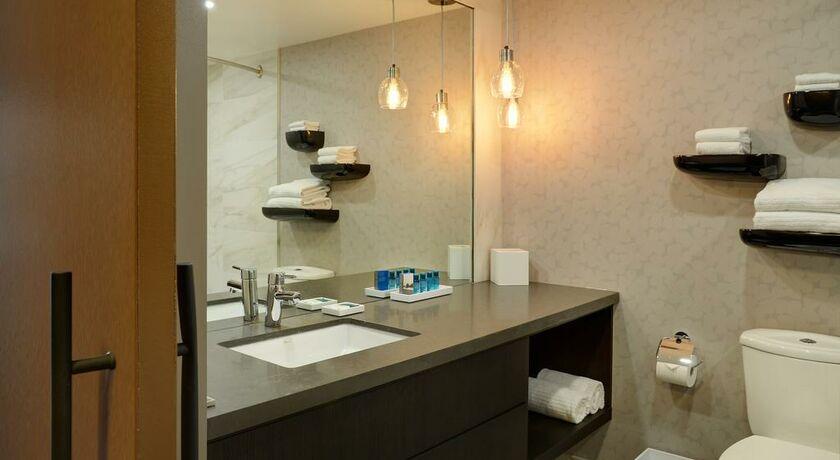 Delta hotels by marriott kananaskis lodge kananaskis for Bett vor heizung