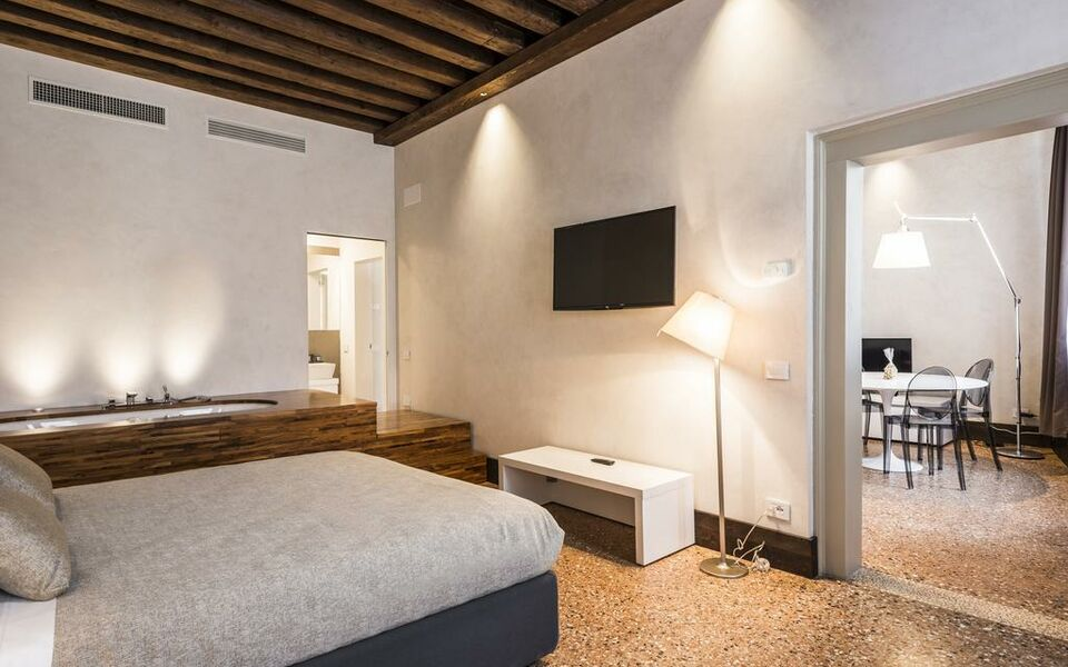 Myplace campo santa margherita apartments a design for Design apartment venice