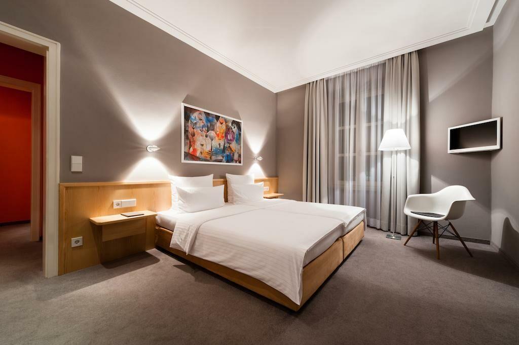 design hotel stadt rosenheim m nchen germania. Black Bedroom Furniture Sets. Home Design Ideas