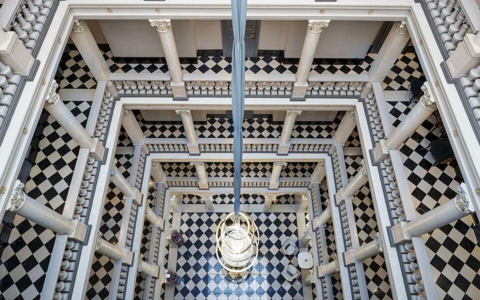 The ritz carlton hotel de la paix geneva a design for Design hotel 16 geneva