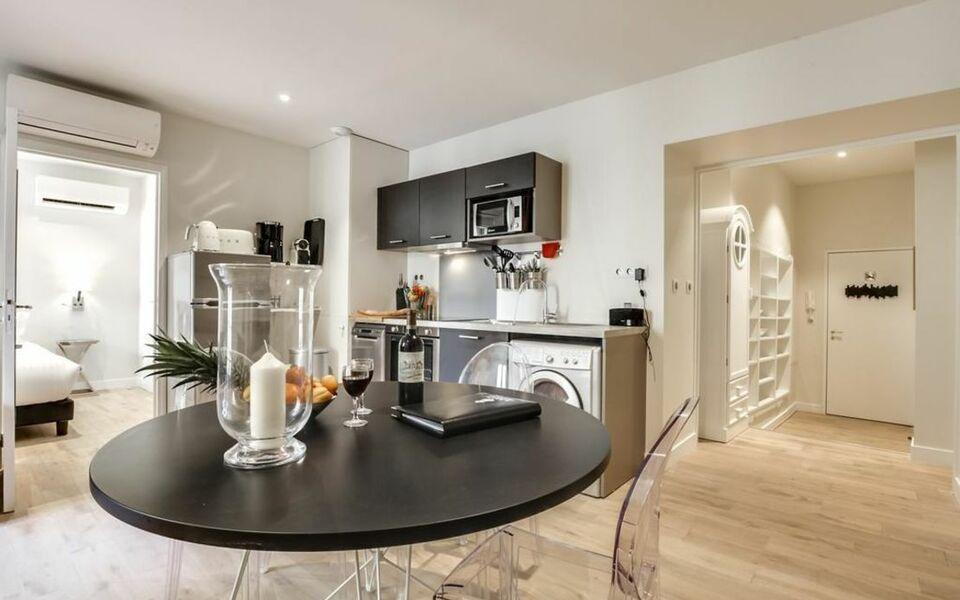 Apt place gambetta bordeaux france my boutique hotel for Appartement cathedrale ybh bordeaux