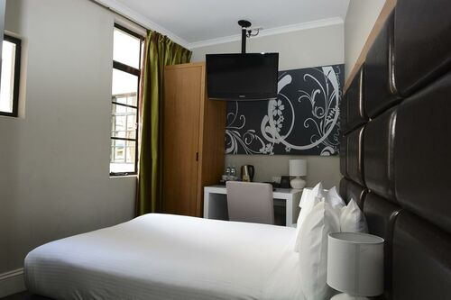 Pensione Boutique Hotel In A Shoebox Room