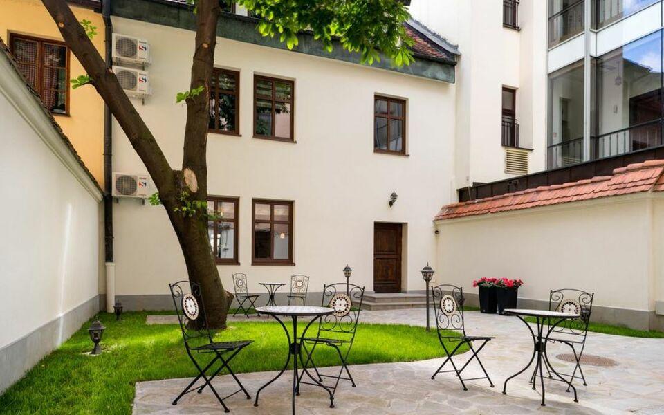 Fresco apartments a design boutique hotel krak w poland for Designer apartment krakow