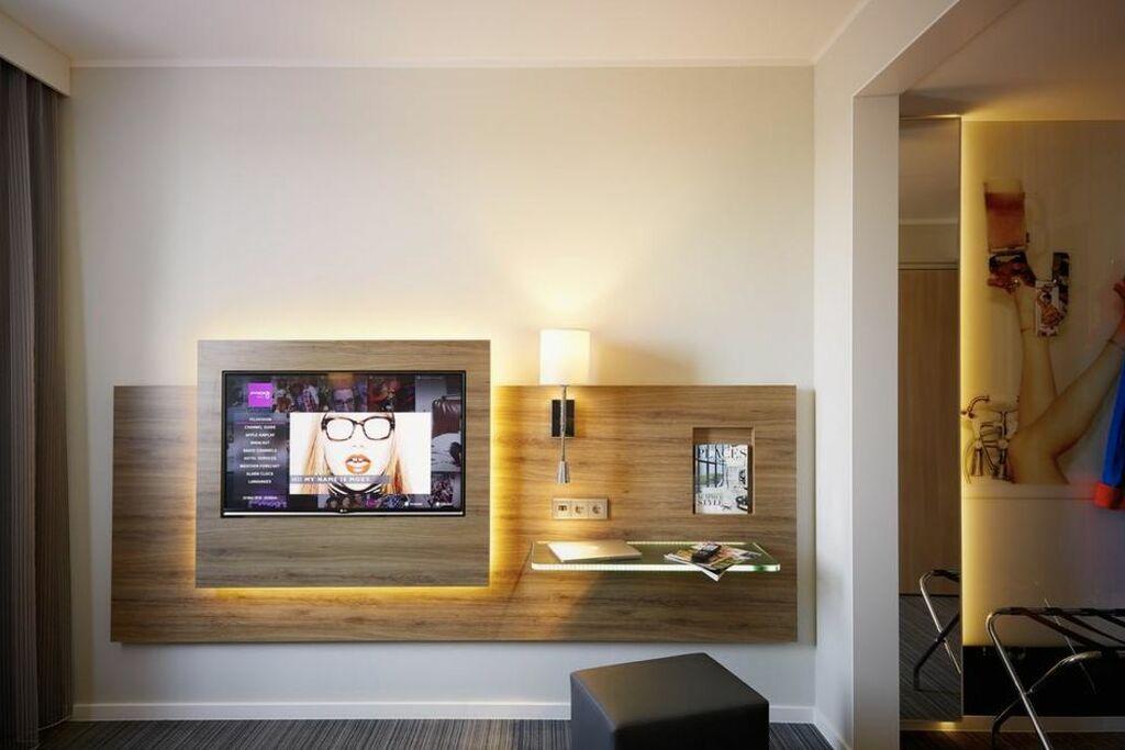 moxy berlin ostbahnhof berlin deutschland. Black Bedroom Furniture Sets. Home Design Ideas