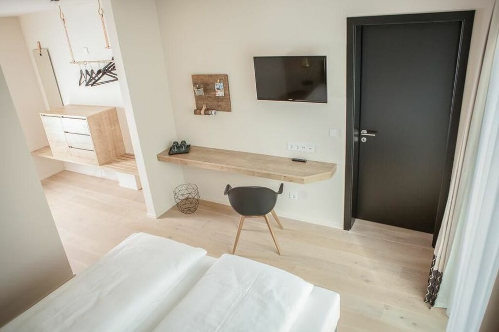Green spirit hotel regensburg deutschland for Schreibtisch vor heizung