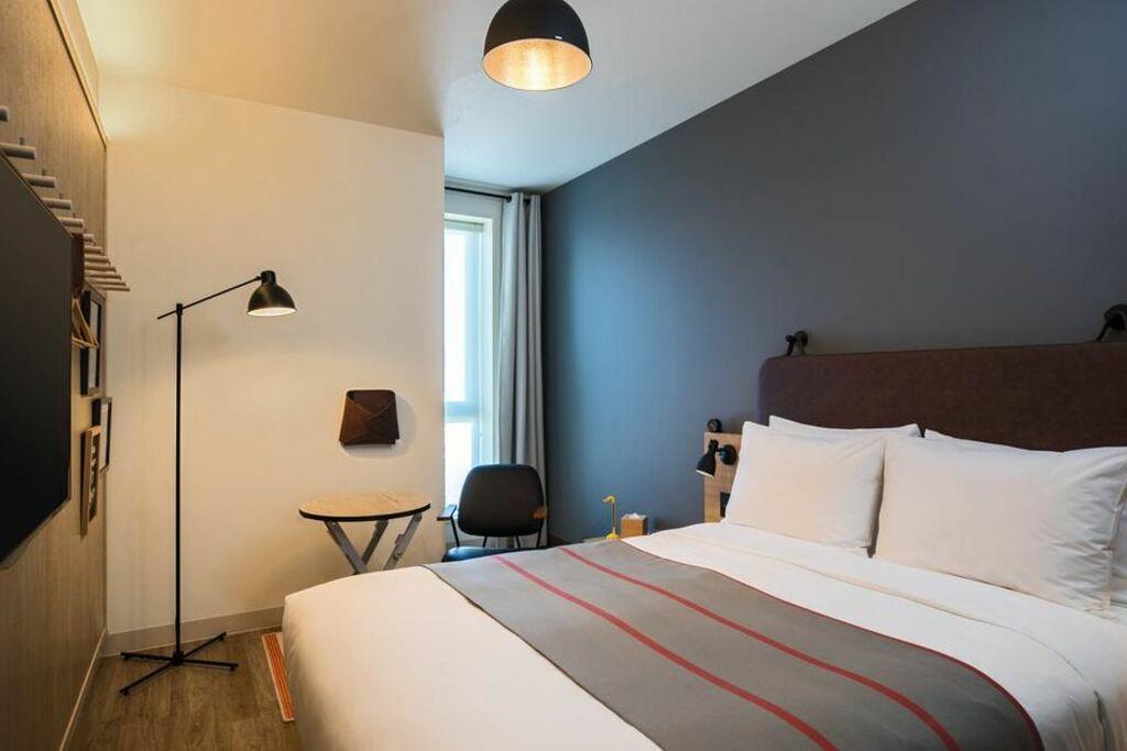 Moxy osaka honmachi a design boutique hotel osaka japan for Best boutique hotels osaka
