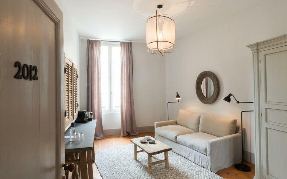 logis de la cad ne a design boutique hotel saint emilion. Black Bedroom Furniture Sets. Home Design Ideas