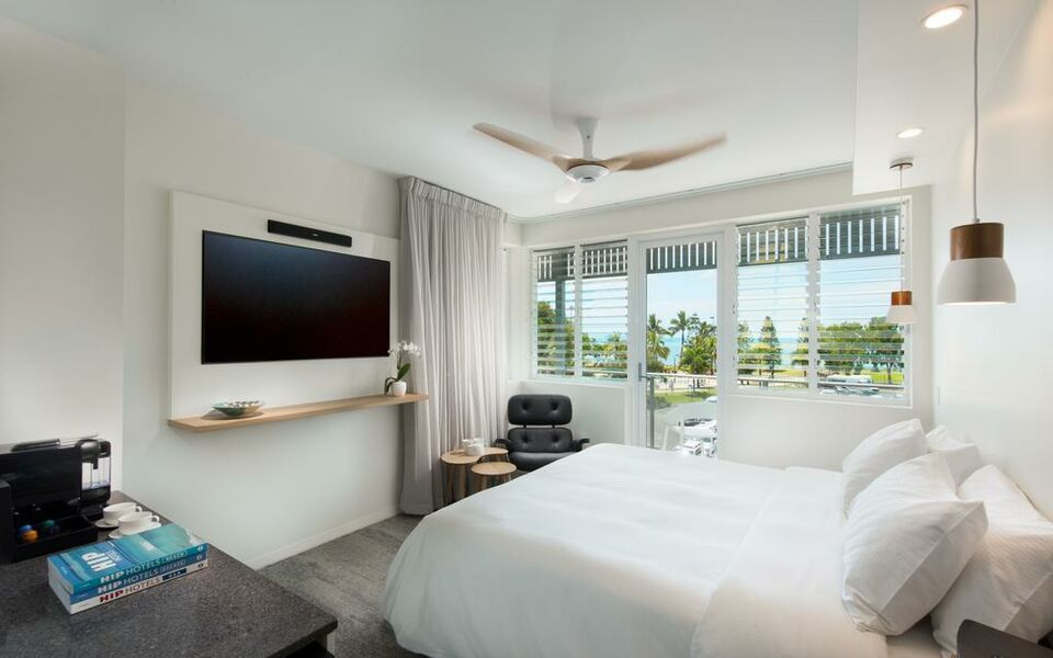 Heart Hotel and Gallery Whitsundays, Airlie Beach (12)
