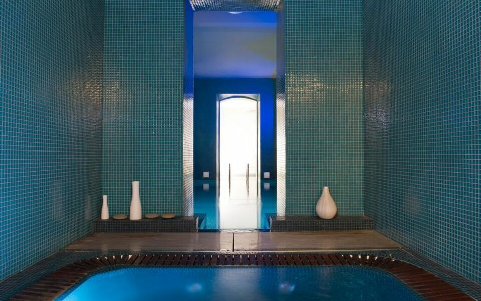 Hotel c2 a design boutique hotel marseille france for Hotel design marseille
