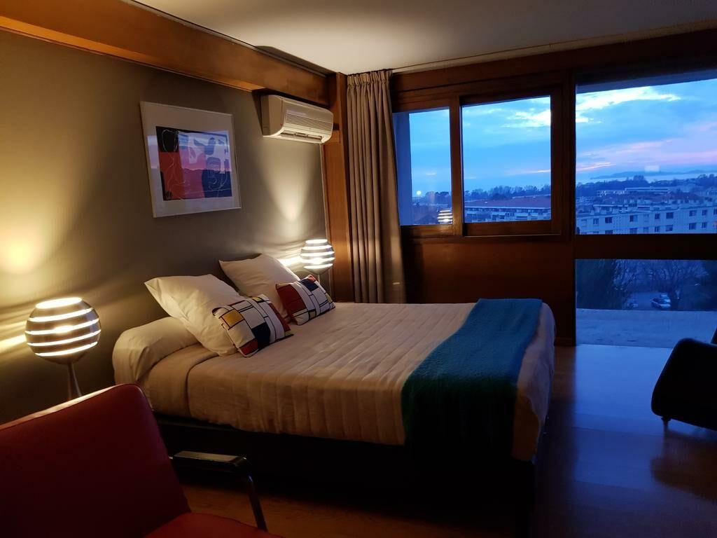 hotel le corbusier marseille france my boutique hotel. Black Bedroom Furniture Sets. Home Design Ideas
