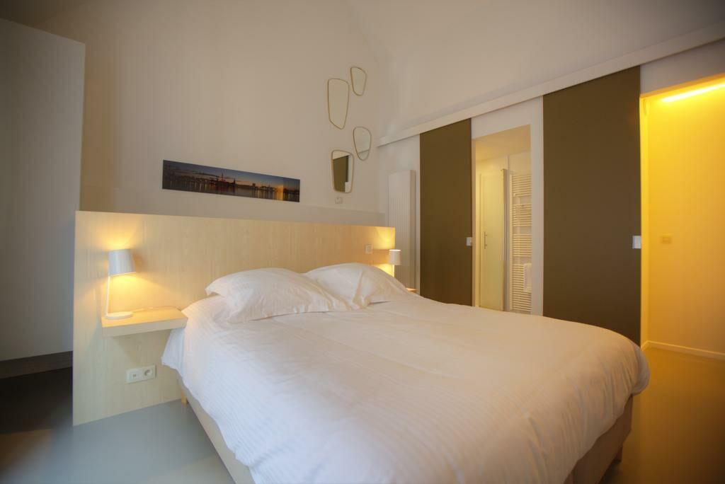 antwerp for two b b antwerp belgien. Black Bedroom Furniture Sets. Home Design Ideas