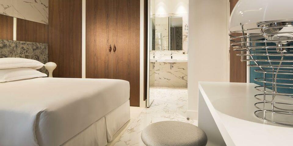 hotel dupond smith a design boutique hotel paris france. Black Bedroom Furniture Sets. Home Design Ideas