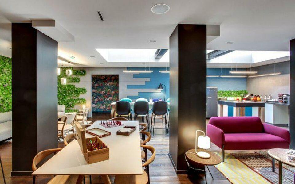terrass 39 39 h tel montmartre by mh paris frankreich. Black Bedroom Furniture Sets. Home Design Ideas