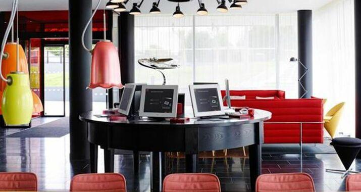 citizenm paris charles de gaulle airport a design. Black Bedroom Furniture Sets. Home Design Ideas