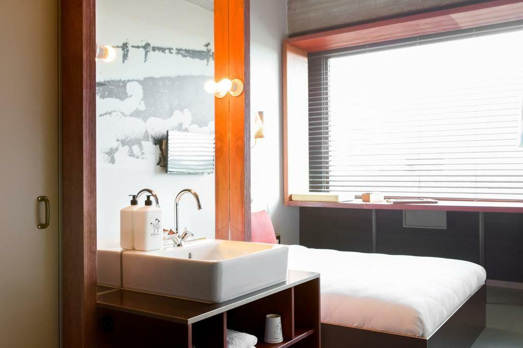 volkshotel amsterdam pays bas my boutique hotel. Black Bedroom Furniture Sets. Home Design Ideas