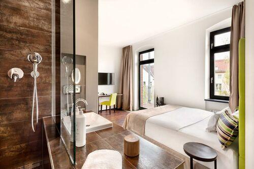 lux 11 berlin mitte berlin allemagne my boutique hotel. Black Bedroom Furniture Sets. Home Design Ideas