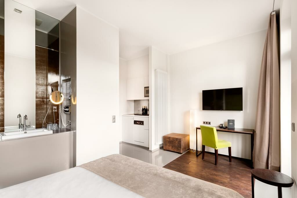 lux 11 berlin mitte berlin deutschland. Black Bedroom Furniture Sets. Home Design Ideas