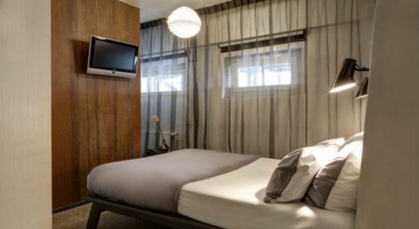 Hotel V Frederiksplein Basement Room
