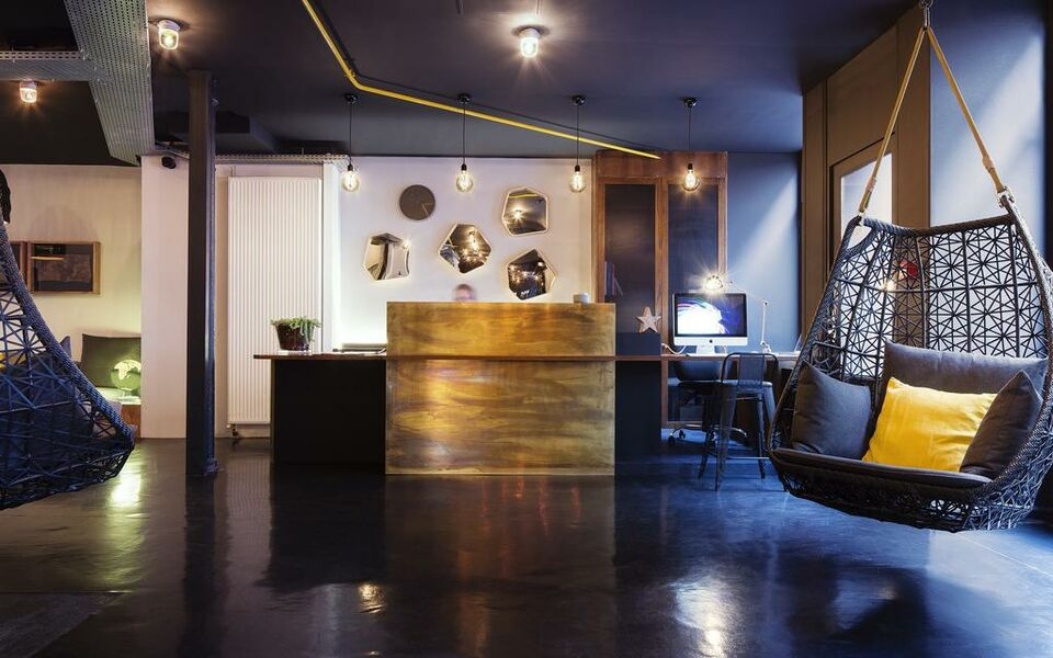 Maxim folies a design boutique hotel paris france for Design hotel paris 11