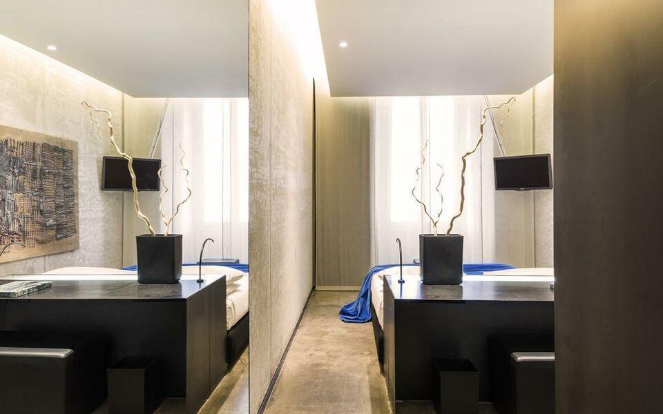 hotel straf mailand italien. Black Bedroom Furniture Sets. Home Design Ideas