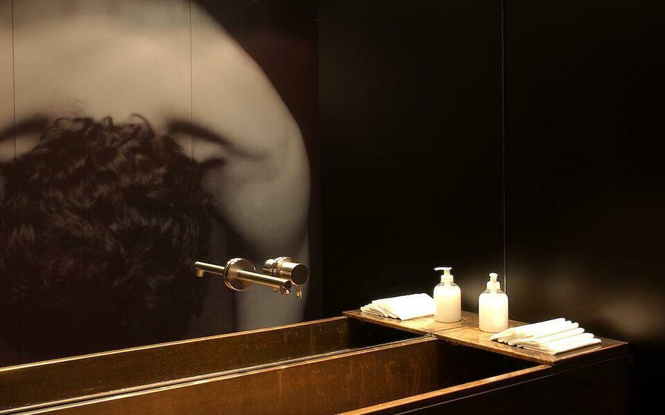 straf a member of design hotels mailand italien. Black Bedroom Furniture Sets. Home Design Ideas