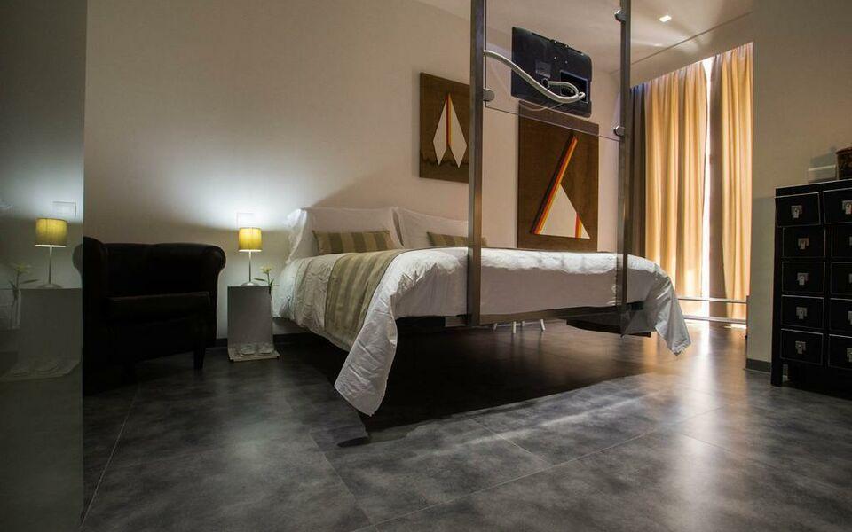 Hotel santa brigida a design boutique hotel naples italy for Best boutique hotels naples