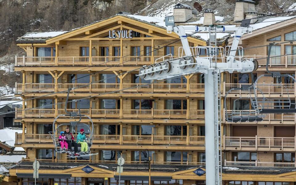 Le yule hotel spa a design boutique hotel val d 39 is re france - Le yule val d isere ...
