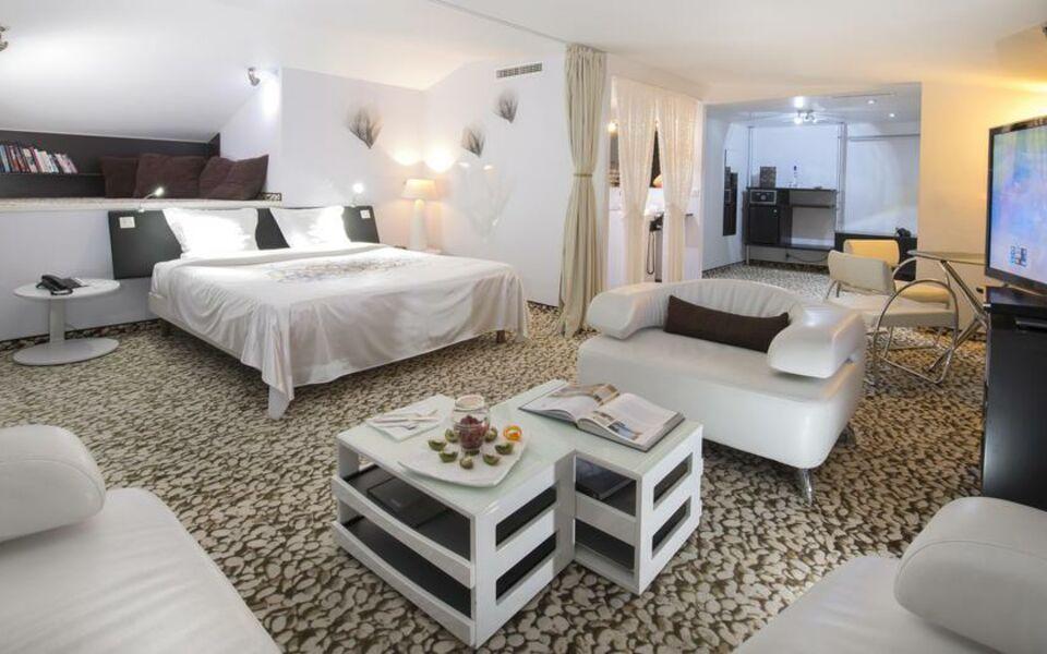 seeko 39 o hotel design a design boutique hotel bordeaux france. Black Bedroom Furniture Sets. Home Design Ideas