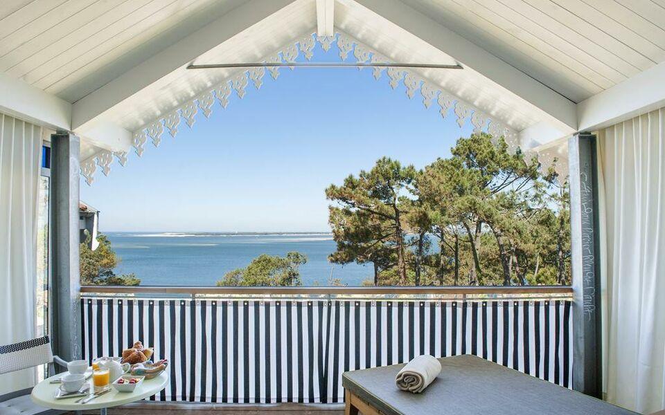 hotel la co o rniche a design boutique hotel pyla sur mer. Black Bedroom Furniture Sets. Home Design Ideas