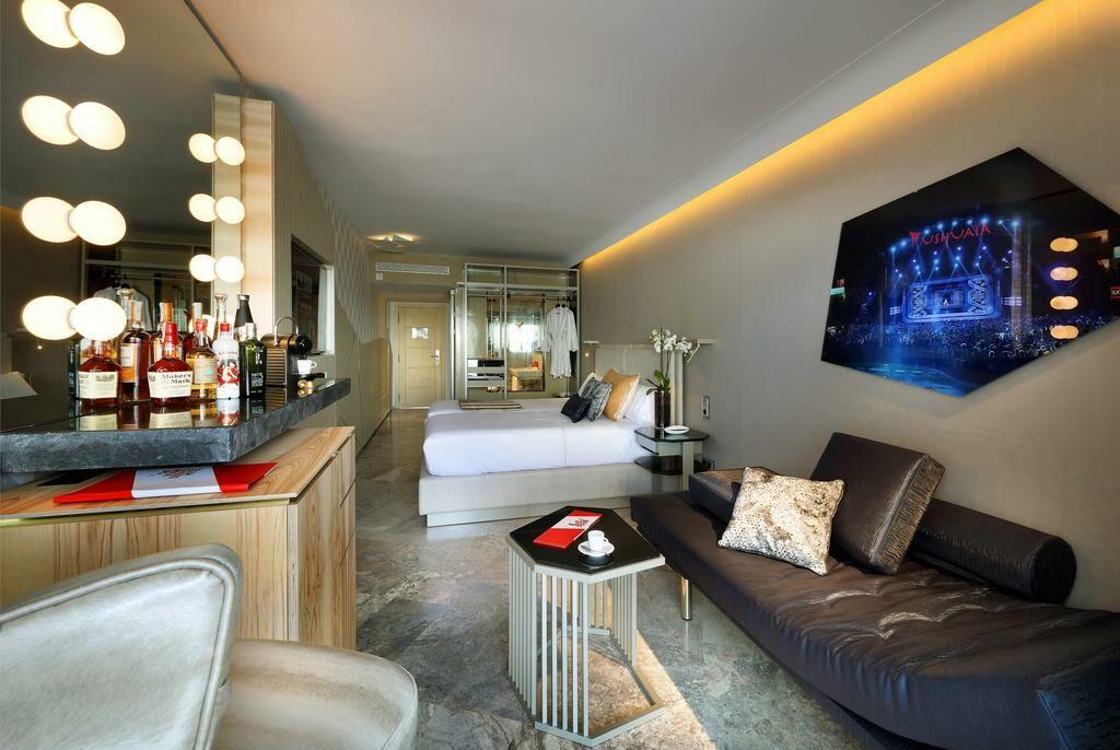 ushuaia ibiza beach hotel adults only a design boutique hotel ibiza spain. Black Bedroom Furniture Sets. Home Design Ideas