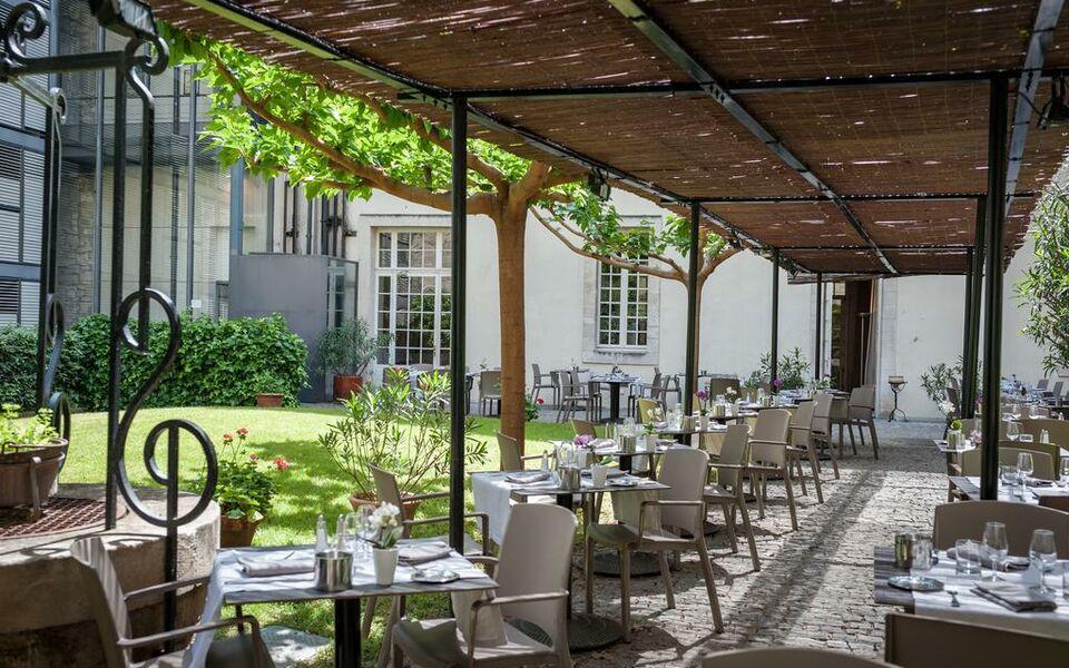 H tel cloitre saint louis avignon a design boutique hotel for Cafe du jardin restaurant covent garden