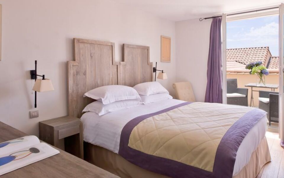 le couvent des minimes hotel spa mane en provence france my boutique hotel. Black Bedroom Furniture Sets. Home Design Ideas