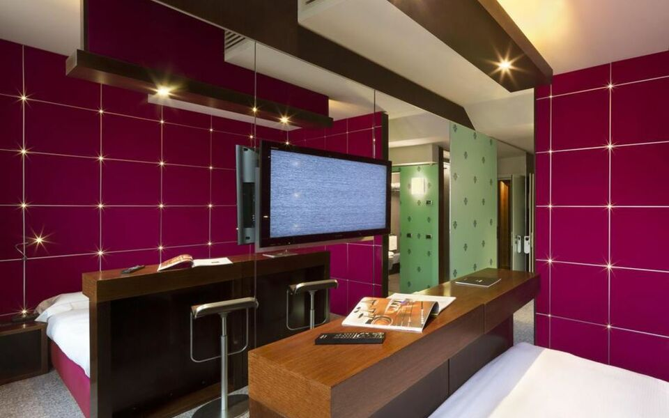 Una hotel vittoria a design boutique hotel florence italy for Hotel design florence