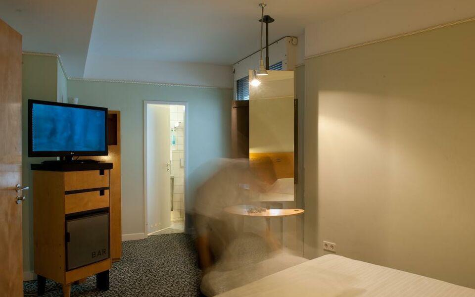 hotel cristall superior k ln germania. Black Bedroom Furniture Sets. Home Design Ideas
