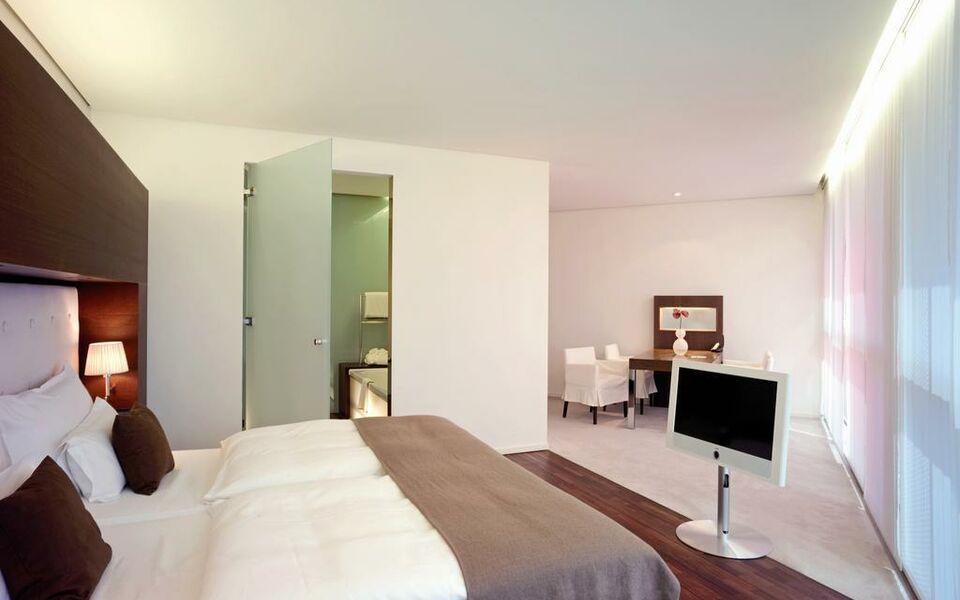 side design hotel hamburg a design boutique hotel hamburg. Black Bedroom Furniture Sets. Home Design Ideas