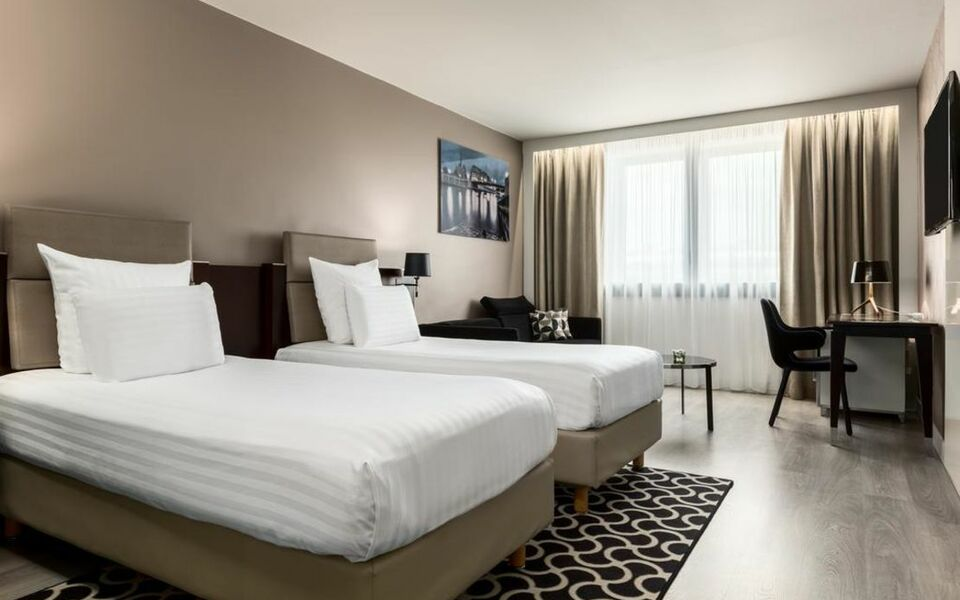 Ac hotel paris porte maillot by marriott paris france for Hotel paris porte maillot
