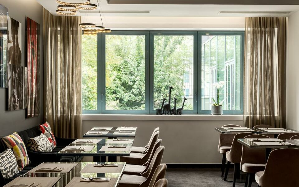 Ac hotel paris porte maillot by marriott a design for Hotel paris porte maillot