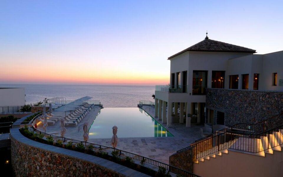 Jumeirah port soller hotel spa a design boutique hotel for Hotel design majorque
