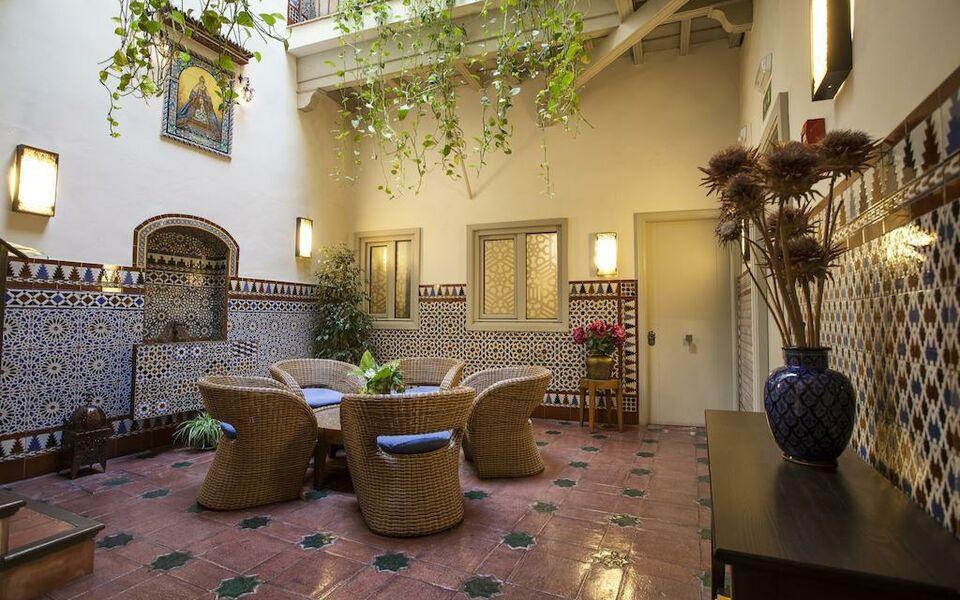 Hotel boutique casas de santa cruz a design boutique for Boutique hotel sevilla