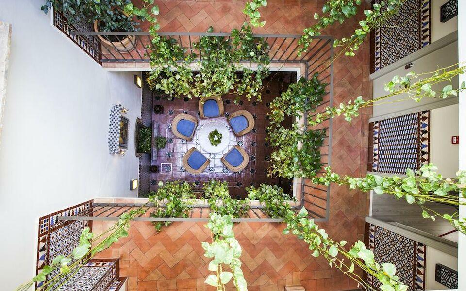 Hotel boutique casas de santa cruz a design boutique for Casas de sofas en sevilla