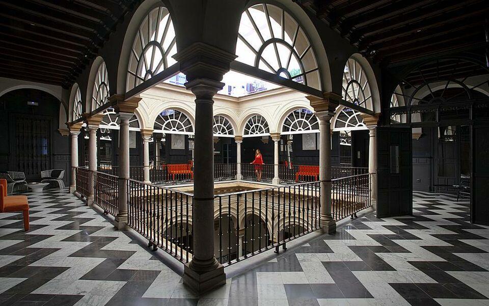 Hotel palacio de villapanes a design boutique hotel for Boutique hotel sevilla